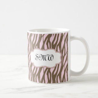 Suavemente rosa y marco del monograma de Brown Taza De Café