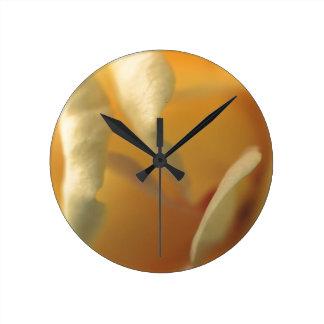 Suavidad amarilla reloj redondo mediano