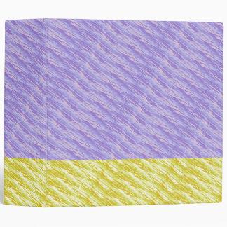 Suavidad en carpeta púrpura y amarilla