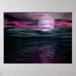 Subida de la luna del océano del cielo nublado posters