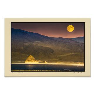 Subida de la Luna Llena sobre la pirámide Cojinete