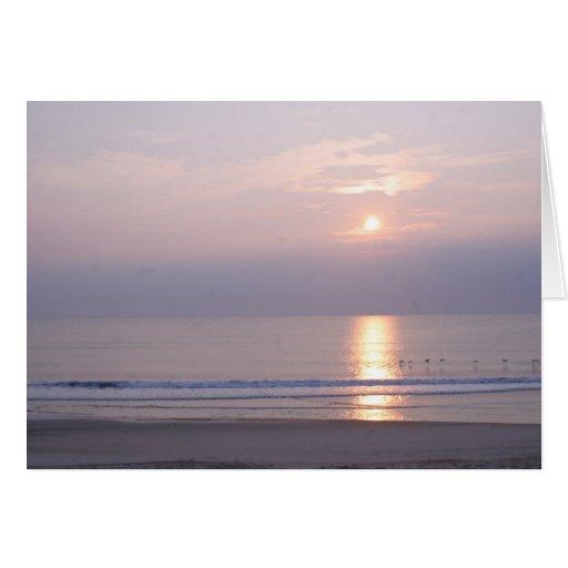 subida del sol en la playa tarjetas