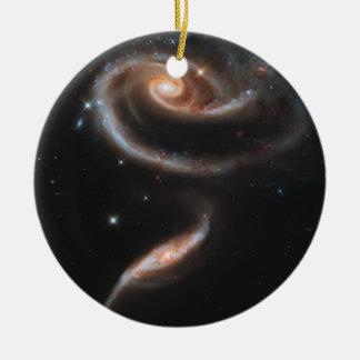Subió de galaxias adorno navideño redondo de cerámica