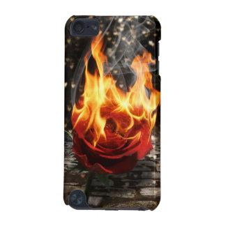 Subió en el fuego, color de rosa ardiente funda para iPod touch 5G