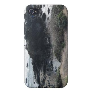 Subir las rocas en una playa de Cambria iPhone 4 Carcasa