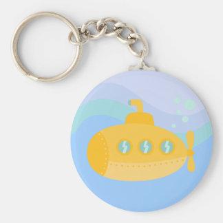 Submarino amarillo adorable sumergido bajo el agua llavero redondo tipo pin