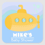 Submarino amarillo adorable sumergido bajo el agua calcomanía cuadrada