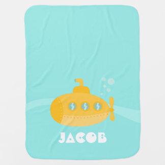 Submarino amarillo lindo sumergido bajo el agua mantitas para bebé