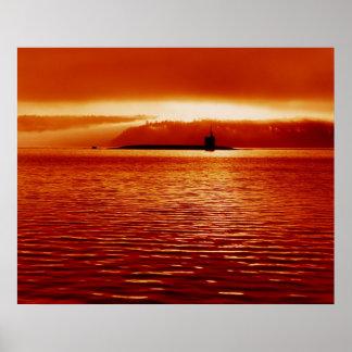 Submarino de Trident en la puesta del sol Póster