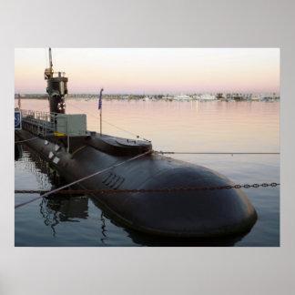 Submarino en salida del sol póster