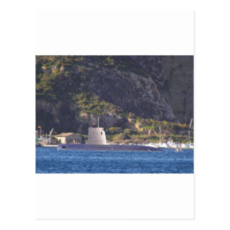 Submarino que pone al mar tarjeta postal
