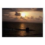 Submarino y puesta del sol tarjeta de felicitación