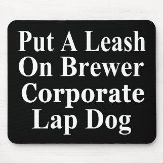 Subordinado corporativo malvado del cervecero de e tapetes de raton