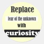 Substituya el miedo del desconocido. pegatinas redondas
