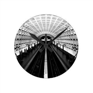 subterráneo del tren del metro de Washington de la Reloj Redondo Mediano