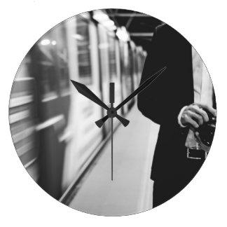 subterráneo reloj redondo grande