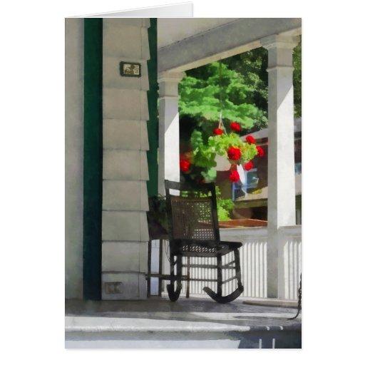 Suburbios - pórtico con la mecedora y los geranios felicitacion