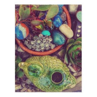 Succulents y pocos objetos del arte del jardín tarjetas postales