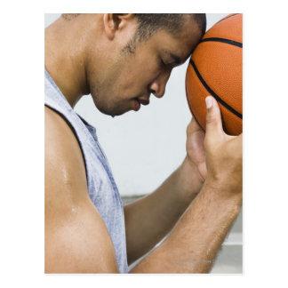 sudar la frente que se inclina del hombre en tarjetas postales