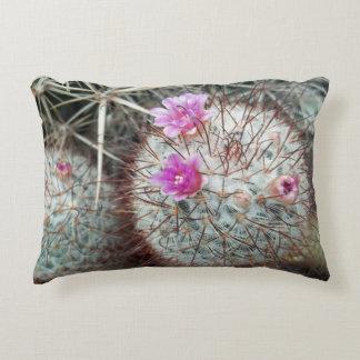 Sudoeste floreciente floral de los cactus del cojín decorativo