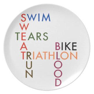 Sudor y rasgones de la sangre del Triathlon Platos De Comidas