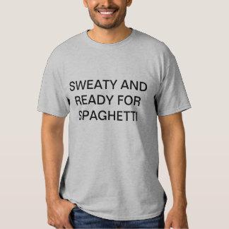 sudoroso y listo para los espaguetis camisas