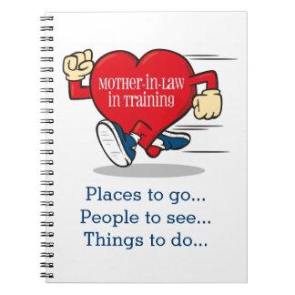 Suegra en diario del cuaderno del entrenamiento