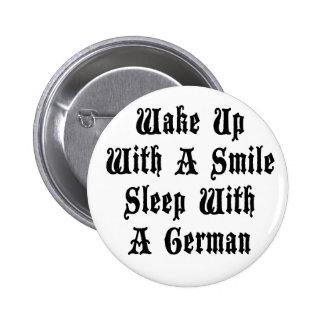 Sueño alemán divertido con un alemán pin redondo de 2 pulgadas