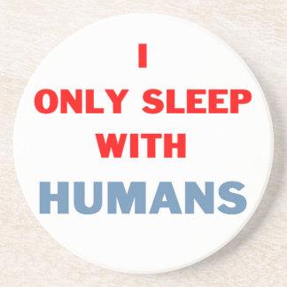 Sueño con el práctico de costa de los seres humano posavasos cerveza