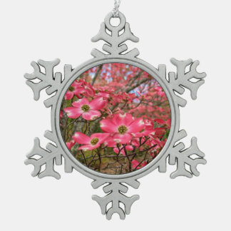 ¡Sueño con las floraciones rosadas del Dogwood en Adorno De Peltre En Forma De Copo De Nieve