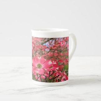 ¡Sueño con las floraciones rosadas del Dogwood en  Taza De Porcelana