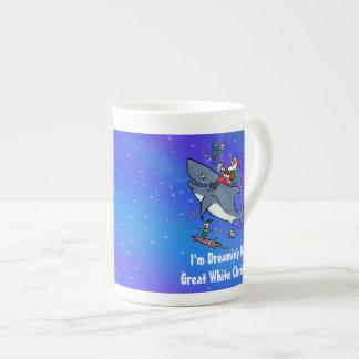 Sueño con navidad el gran de un tiburón blanco taza de porcelana