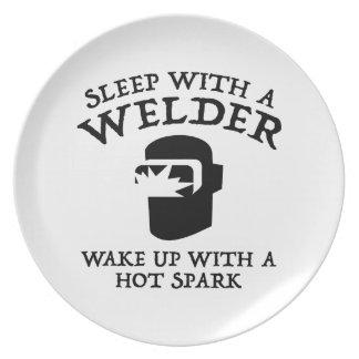 Sueño con un soldador. Despierte con una chispa Platos De Comidas