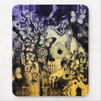 Sueño, cráneo en el ejemplo del bosque alfombrillas de ratón