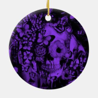 Sueño cráneo en el ejemplo del bosque adorno de navidad