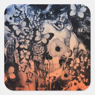 Sueño, cráneo en el ejemplo del bosque pegatina cuadrada