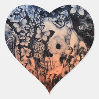 Sueño, cráneo en el ejemplo del bosque pegatina en forma de corazón