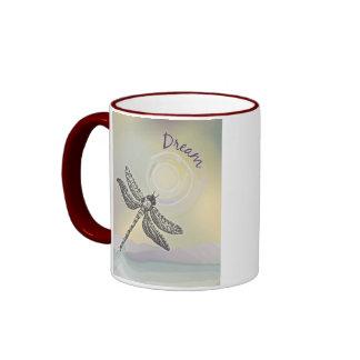 Sueño de la taza de café de la libélula