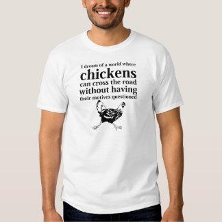 Sueño de un mundo donde los pollos pueden cruzar e playera