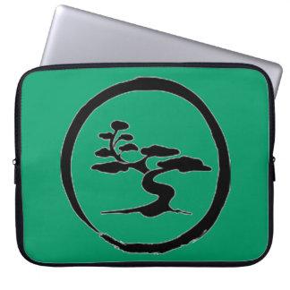 Sueño del ordenador portátil de los bonsais mangas portátiles