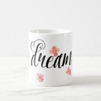 Sueño floral de la acuarela rosada del oro taza básica blanca