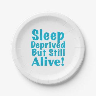 Sueño privado pero aún vivo en azul platos de papel