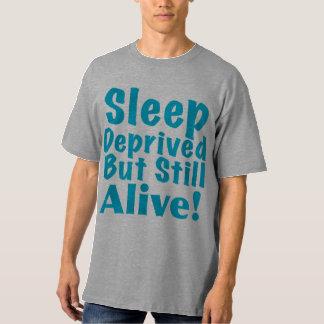 Sueño privado pero aún vivo en azul polera