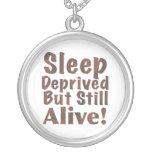 Sueño privado pero aún vivo en Brown Colgantes Personalizados