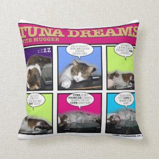 Sueños del atún con el asaltante almohada
