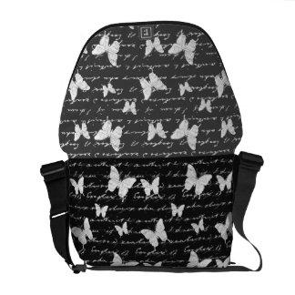 Sueños negros y blancos de la mariposa bolsas de mensajería