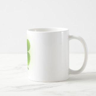 Suerte de la taza de café irlandesa del trébol