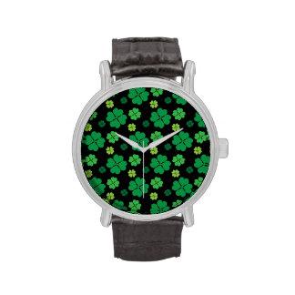Suerte del día del St Patricks del trébol de cuatr Relojes De Pulsera