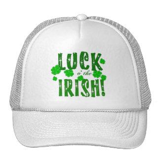 Suerte o el gorra afortunado irlandés de siete tré