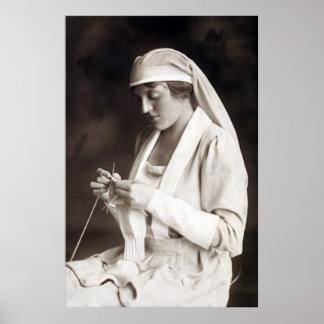 Suéter que hace punto de la enfermera de WWI Póster